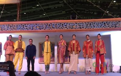 Kain Wastra Nusantara Mejeng di Mercedes Benz Fashion Week Rusia