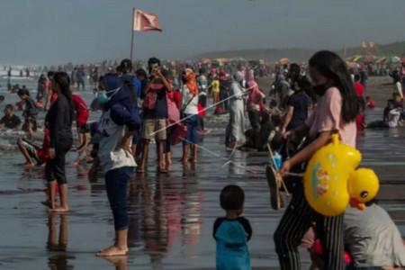 Ribuan Wisatawan Melanggar Prokes saat Libur Lebaran