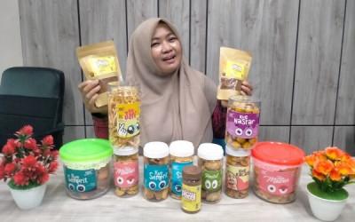 Warga Bojonegoro Banting Setir Jual Makanan Kering, Tak Sia-sia