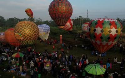 Membahayakan Penerbangan Pesawat, Polisi Amankan 59 Balon Udara
