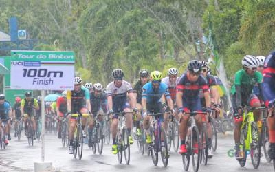 Tour de Bintan, Peserta Berlomba di Bawah Guyuran Hujan