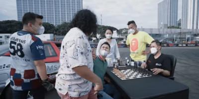 Gilang Tantang Rafi Ahmad Main Catur di Tengah Sirkuit Drifting   Genpi.co - Palform No 1 Pariwisata Indonesia