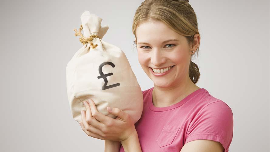 Ilustrasi-Wanita memegang segepok uang. Foto: Pixabay.