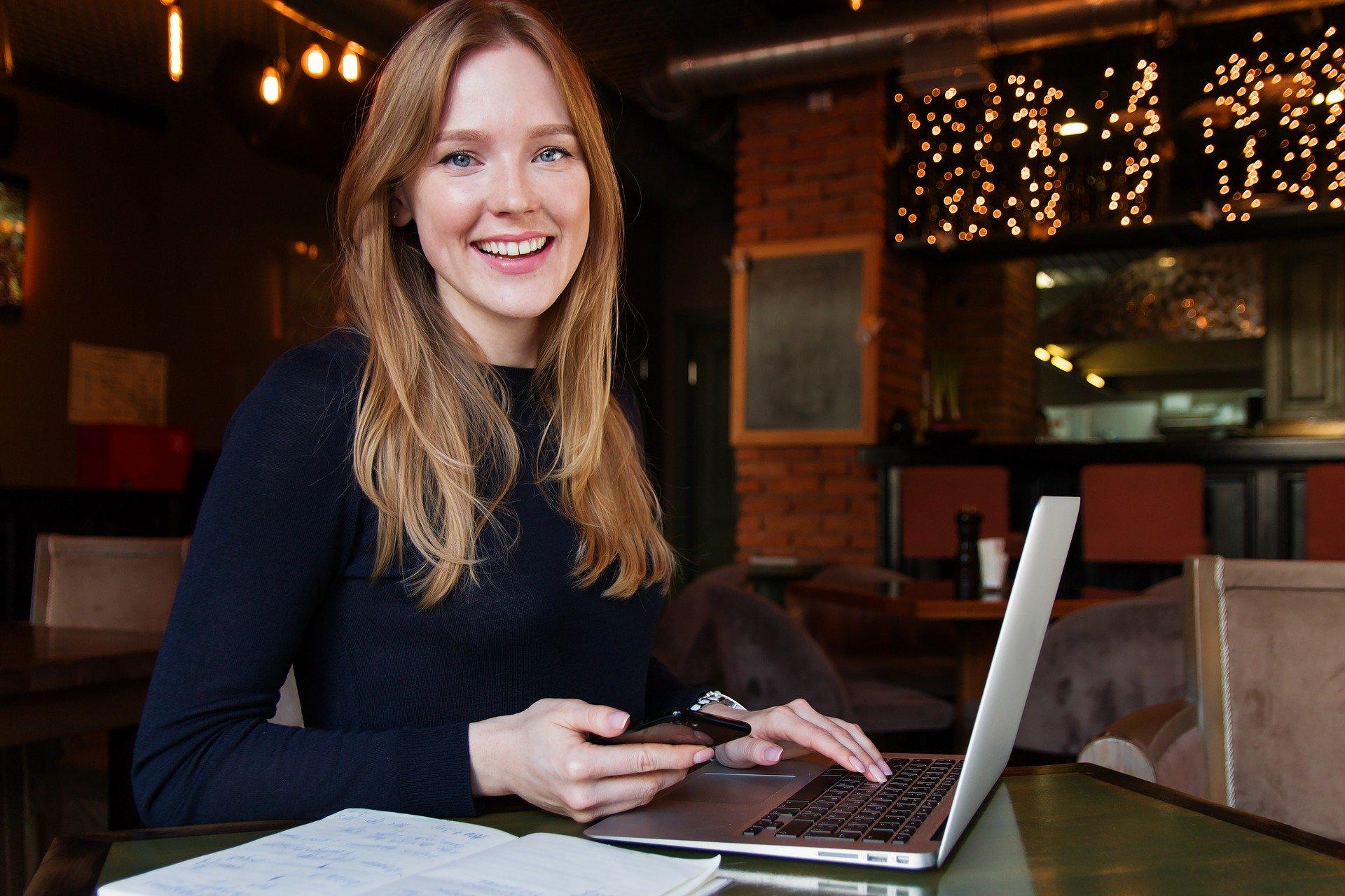 Dikenal tahan banting, ini adalah bukti betapa tangguhnya wanita karier di era modern saat ini. (foto: pixabay)