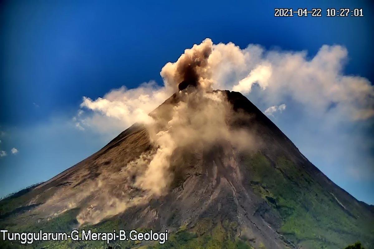 Ilustrasi - aktivitas vulkanik Gunung Merapi beberapa waktu lalu.(Foto: Bpptkg)