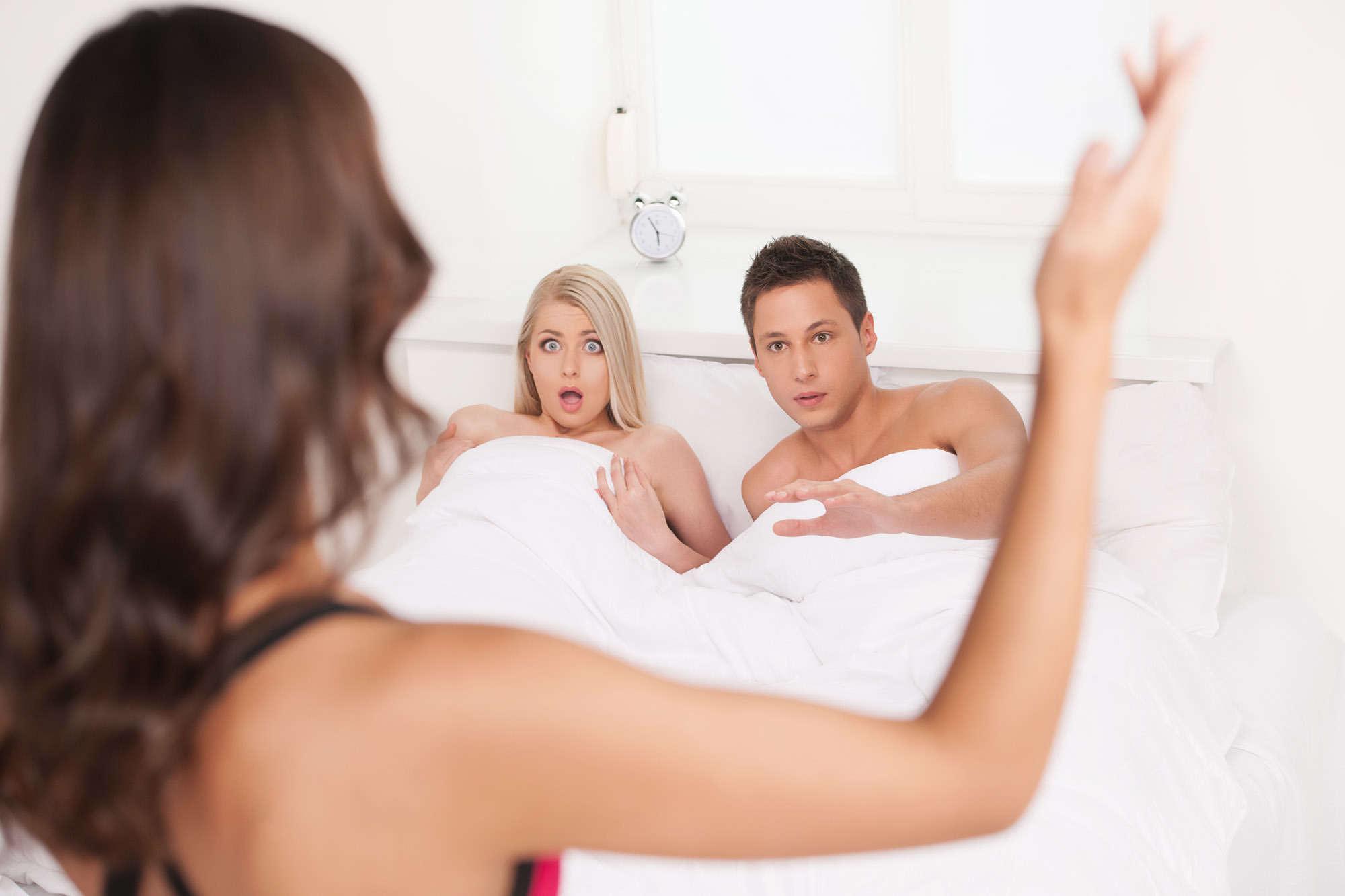 Menurut Psikolog, 3 Penyebab Utama Pasangan Nekat Selingkuh