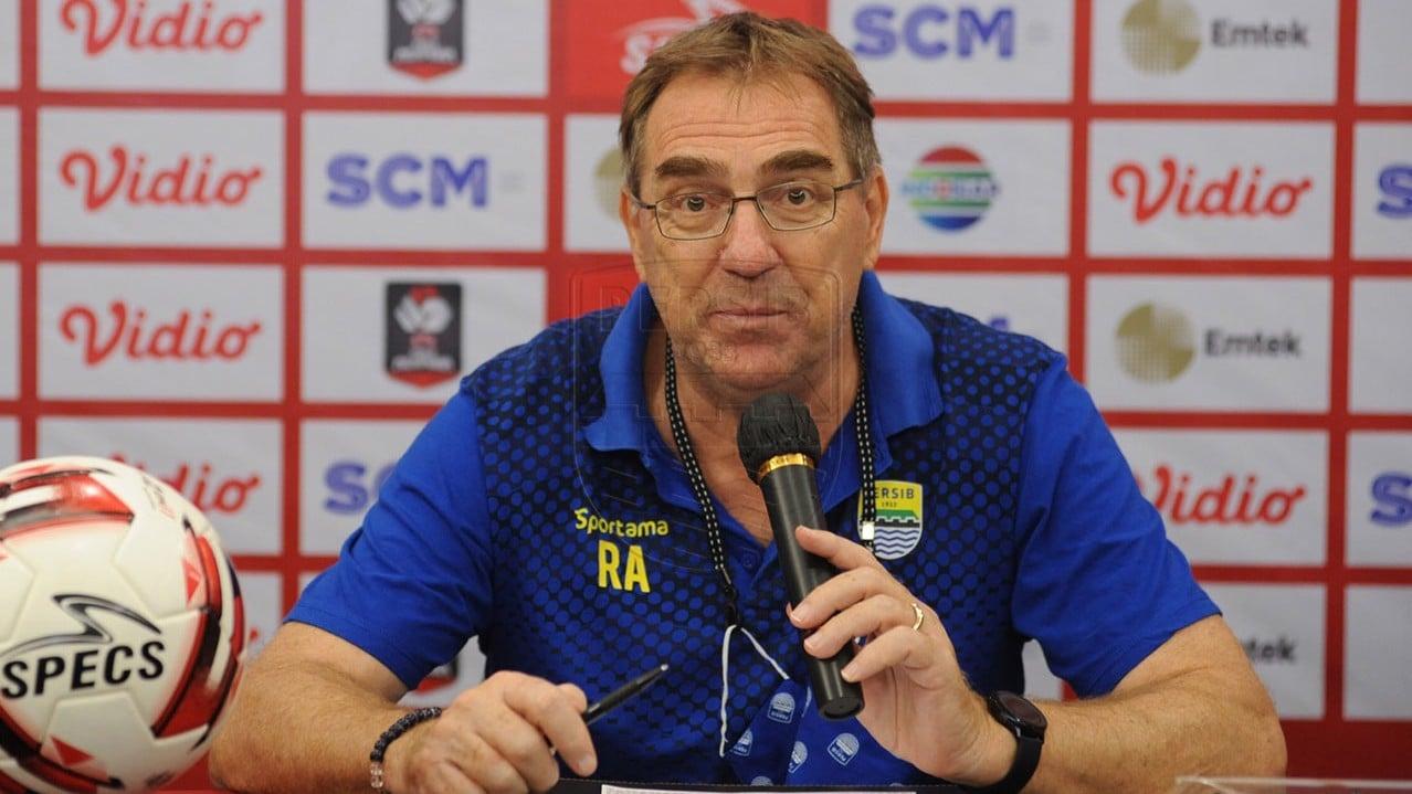 Persib Bandung terus mengasah senjata dengan melakukan serangkaian persiapan untuk menyambut Liga 1 2021 agar dapat berprestasi. (foto: Persib)
