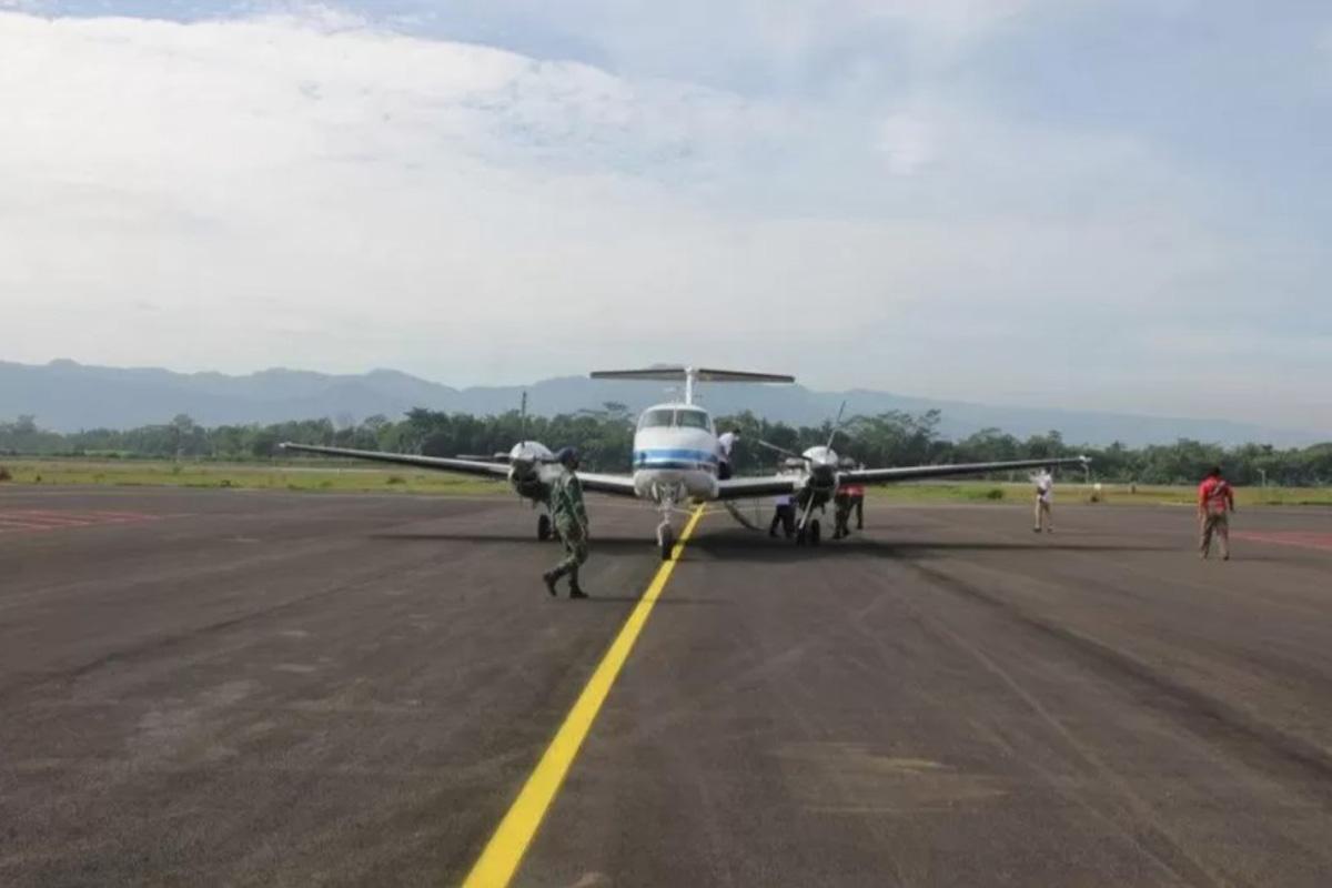 Pesawat mendarat perdana di Bandara JB Soedirman, Purbalingga, Jawa Tengah (FOTO: ANTARA/HO - Humas Pemkab Purbalingga)