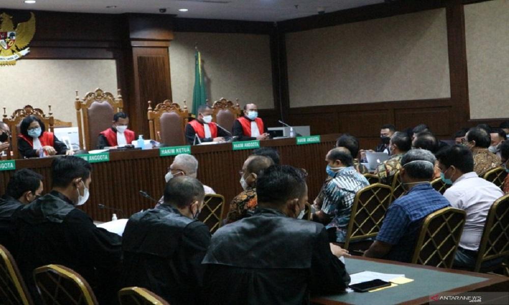 Sebanyak 13 perwakilan perusahaan manajer investasi menjalani sidang pembacaan dakwaan kasus korupsi Jiwasraya. FOTO: Antara