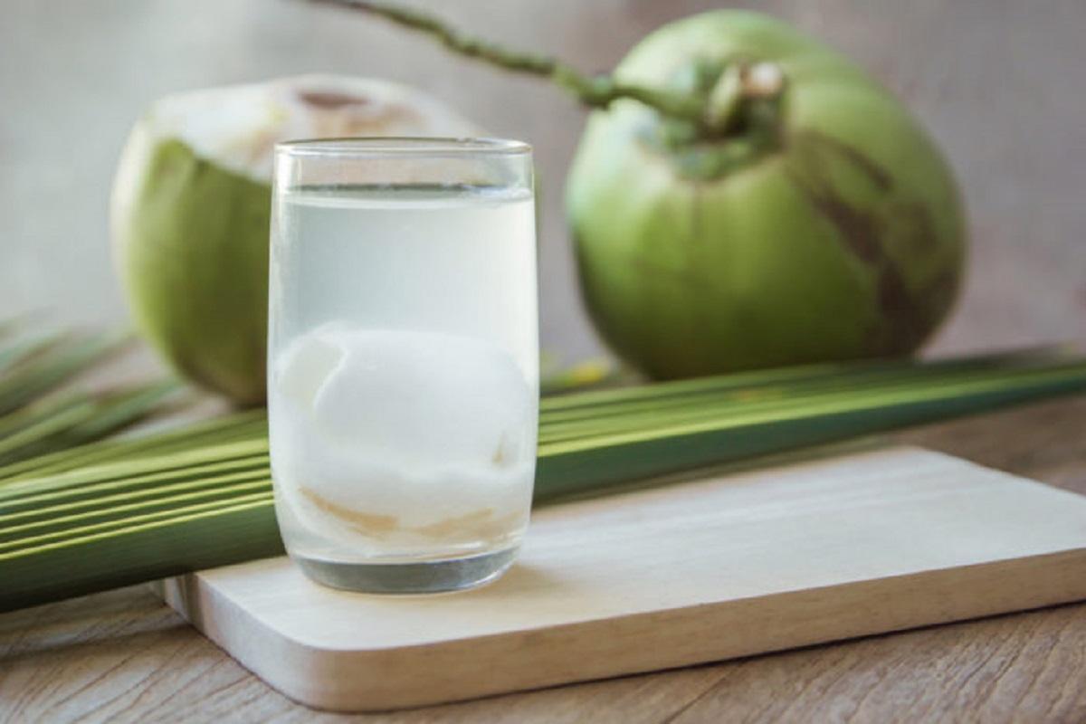 air kelapa muda. foto: shutterstock