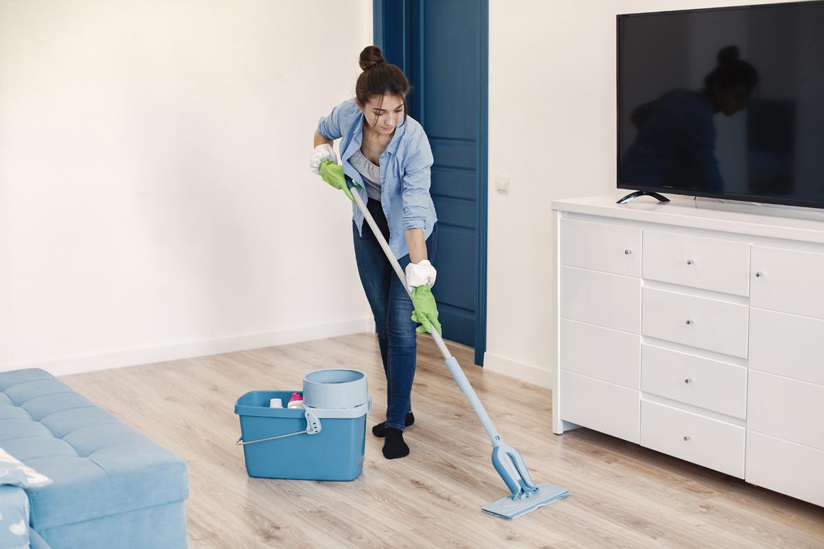 Ilustrasi membersihkan rumah. Foto: Prostooleh/Freepik
