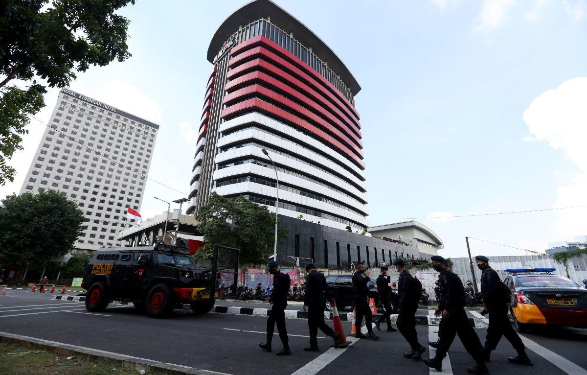 Polemik Komisi Pemberantasa Korupsi (KPK) kian memanas, usai seorang pegawai ungkap hal yang tak terduga.(foto: Ricardo/JPNN)