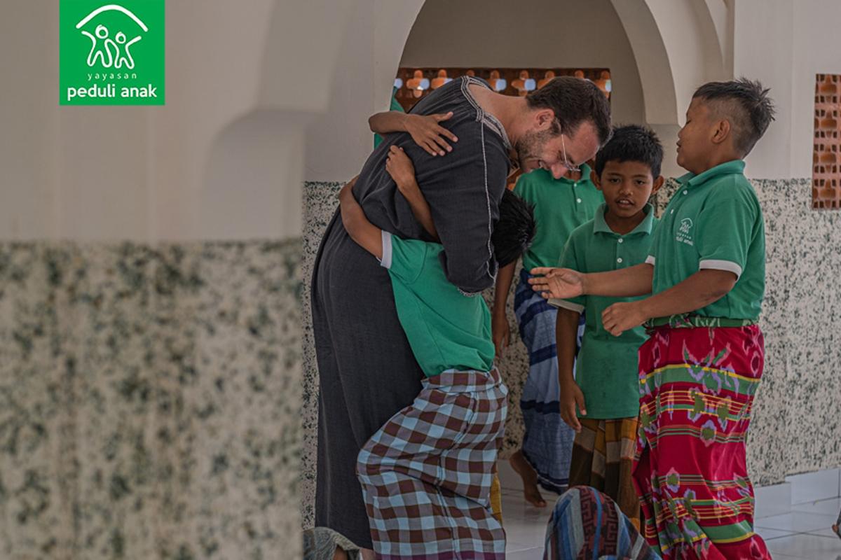 Bule Belanda bernama Chaim Fetter. Foto:Yayasan Peduli Anak