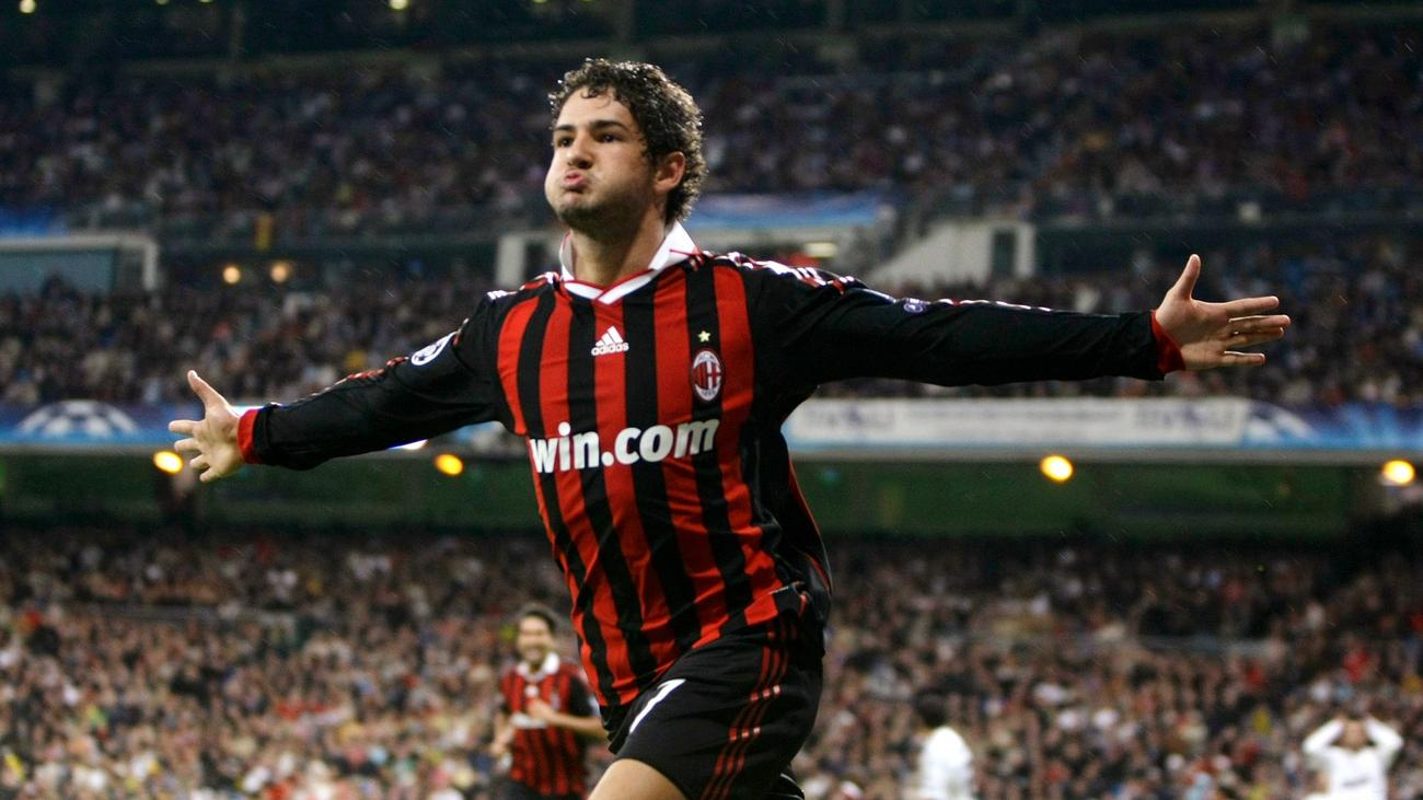 Gading Marten mendapatkan pesan tak terduga dari mantan bintang AC Milan, Alexandre Pato. (foto: Reuters)