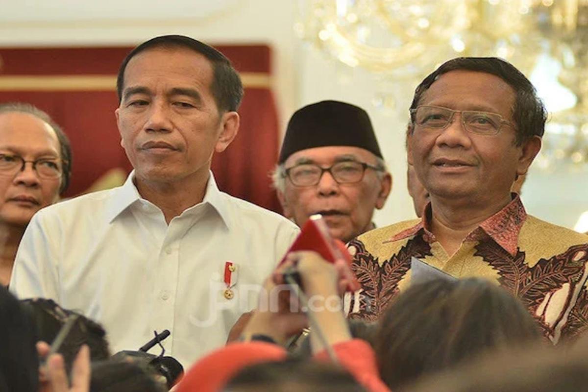 Presiden Joko Widodo (Jokowi) dan Menko Polhukam Mahfud MD. Foto: M. Fathra N/JPNN.com/GenPI.co