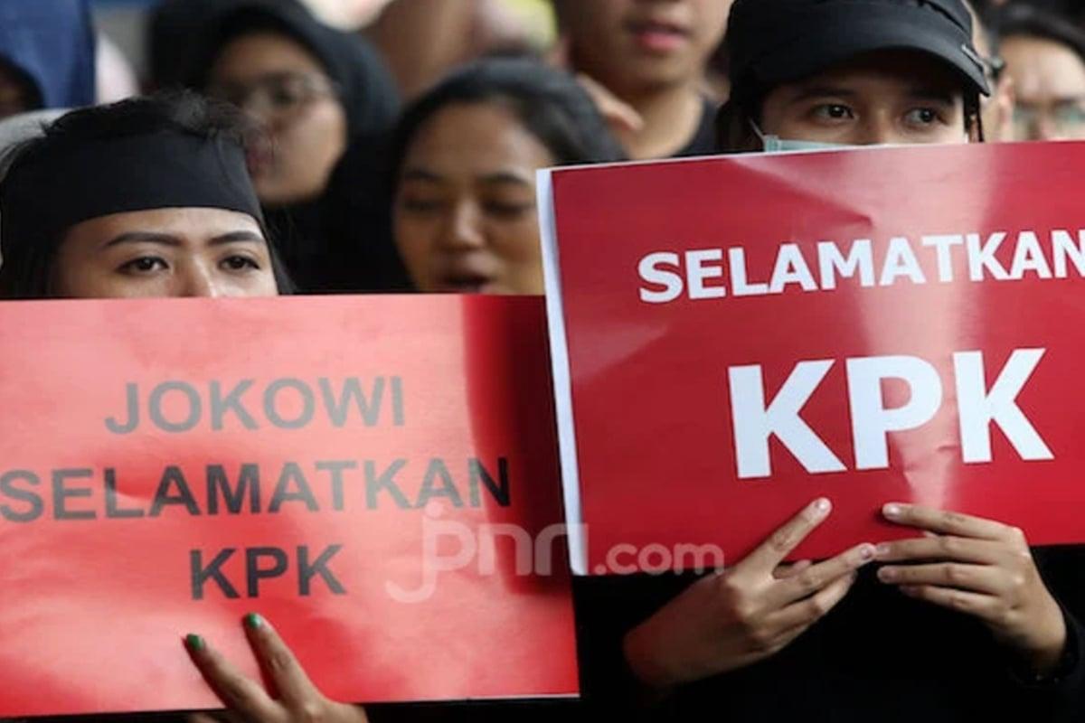 Puluhan pegawai KPK yang menggugat hasil TWK mendapatlan amunisi baru. Foto: Ricardo/JPNN.com/GenPI.co