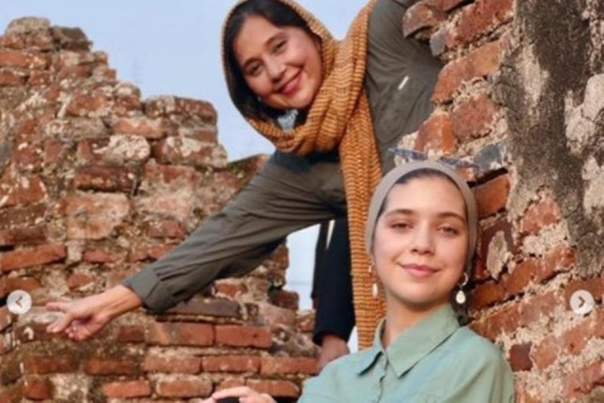 Ayu Azhari dan putrinya, Isabel (foto: SC IG ayukhadijahazhari)