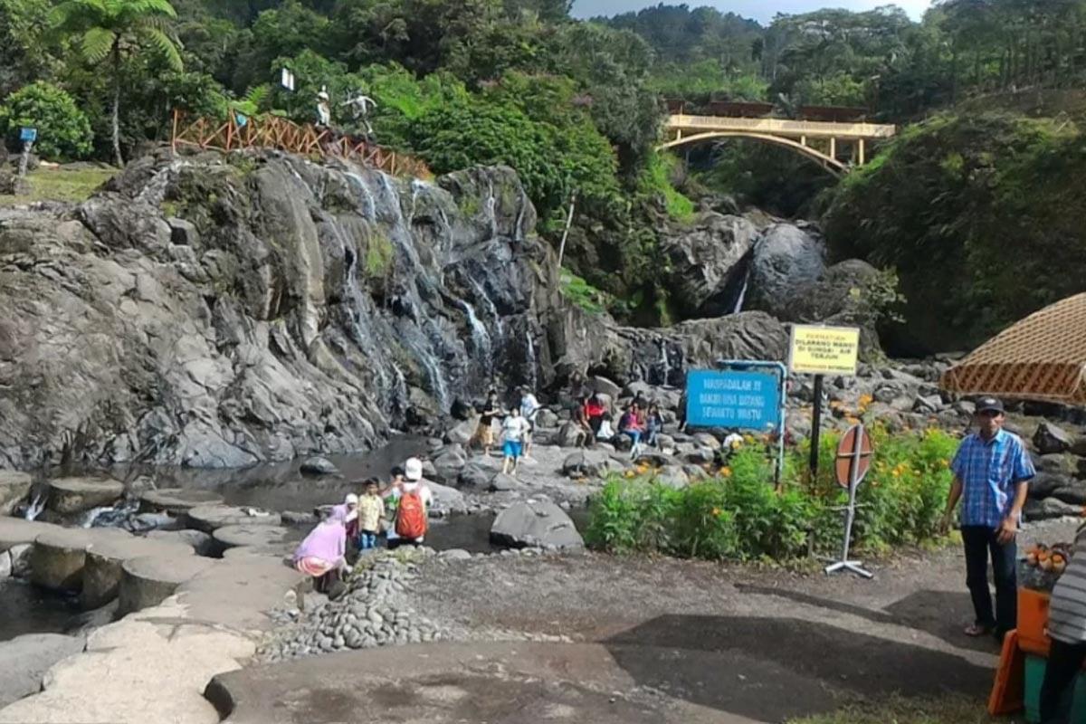 Ilustrasi - Baturraden Kawasan wisata Baturraden di Kabupaten Banyumas, Jawa Tengah. (FOTO: ANTARA News/Fitri Supratiwi)