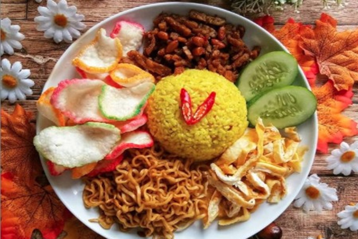 Nasi kuning (foto: SC IG @bekal_pelangi)