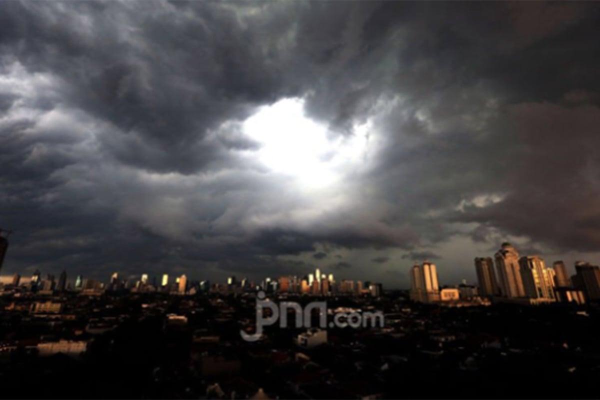 BMKG keluarkan peringatan dini cuaca untuk sejumlah wilayah di DKI Jakarta. Foto: Ricardo/JPNN.com/GenPI.co