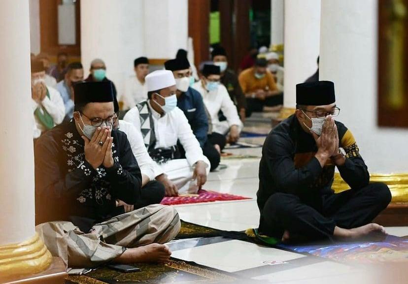 Gubernur DKI Jakarta Anies Baswedan dan Gubernur Jawa Barat Ridwan Kamil. Foto: Instagram @belademil