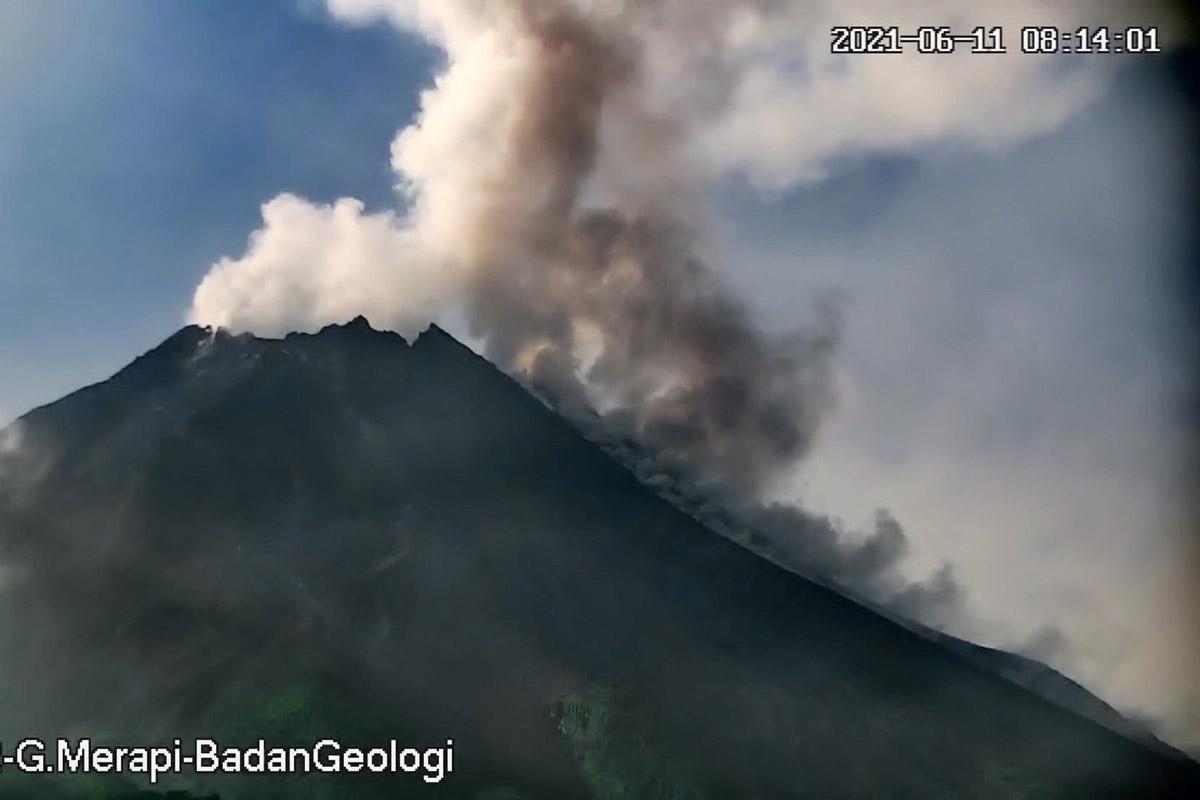 Ilustrasi – Aktivitas vulkanik awan panas Merapi pada Jumat (11/6). (Foto: Bpptkg)