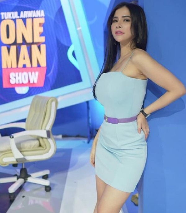 Dress Ketat Maria Vania Bikin Gagal Fokus, Seksi Banget!