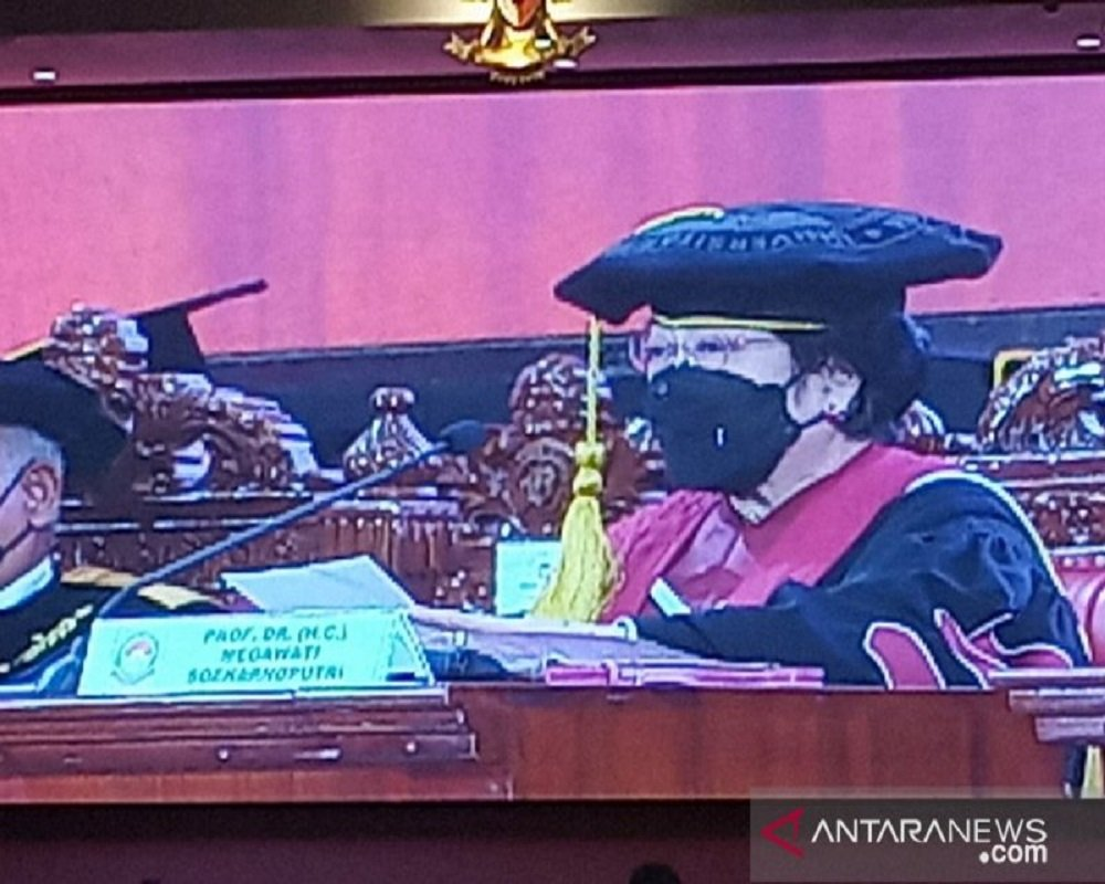Presiden Kelima RI Megawati Soekarnoputri saat orasi dalam sidang senat terbuka di Universitas Pertahanan RI, Bogor, Jawa Barat. FOTO: Antara