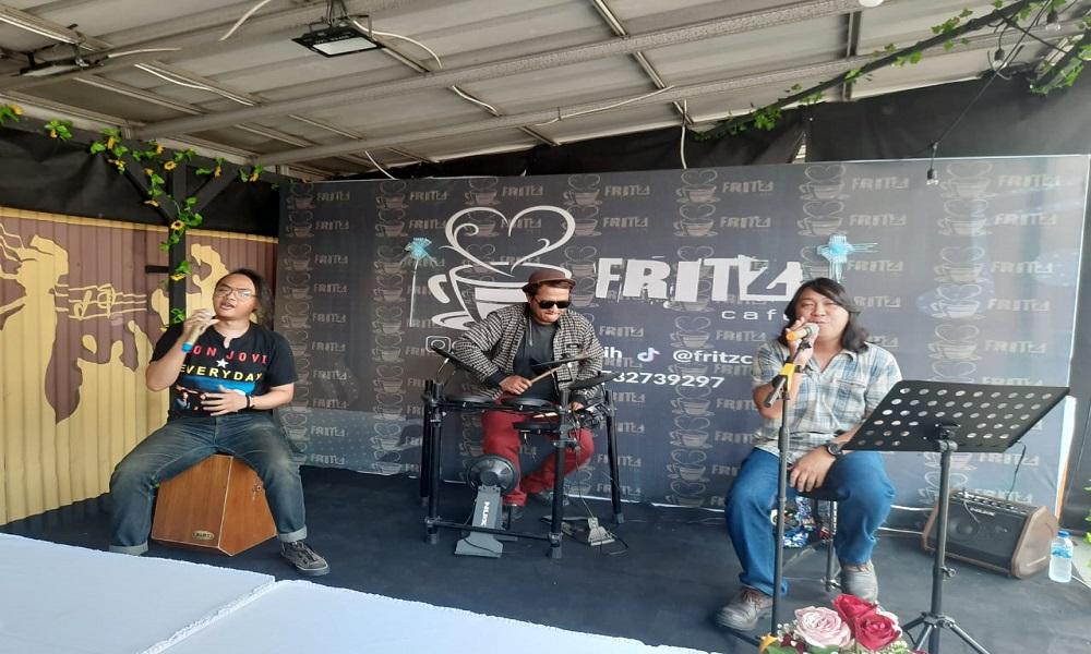 Fritz Cafe, Tongkrongan Hits dengan Live Music