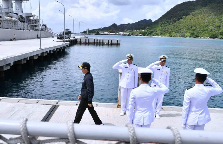 TNI Angkatan Laut (AL) dikabarkan membawa duit segepok ke wilayah ini, untuk apa sih? (foto: BPMI Setpres)