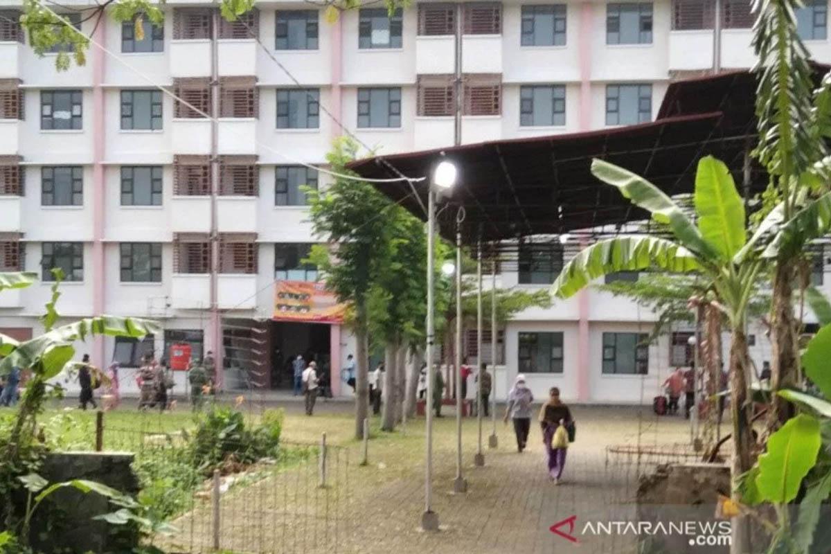 Kondisi isolasi terpusat untuk penderita Covid-19 di Kecamatan Kaliwungu, Kabupaten Kudus, Jawa Tengah, Minggu (13/6/2021). (FOTO: ANTARA/Akhmad Nazaruddin Lathif)