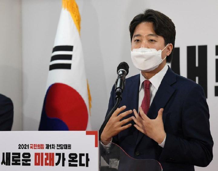 Lee Jun-Seok terpilih menjadi Ketua Partai termuda di Korea Selatan. Dia muda dan kaya raya. Foto: Reuters