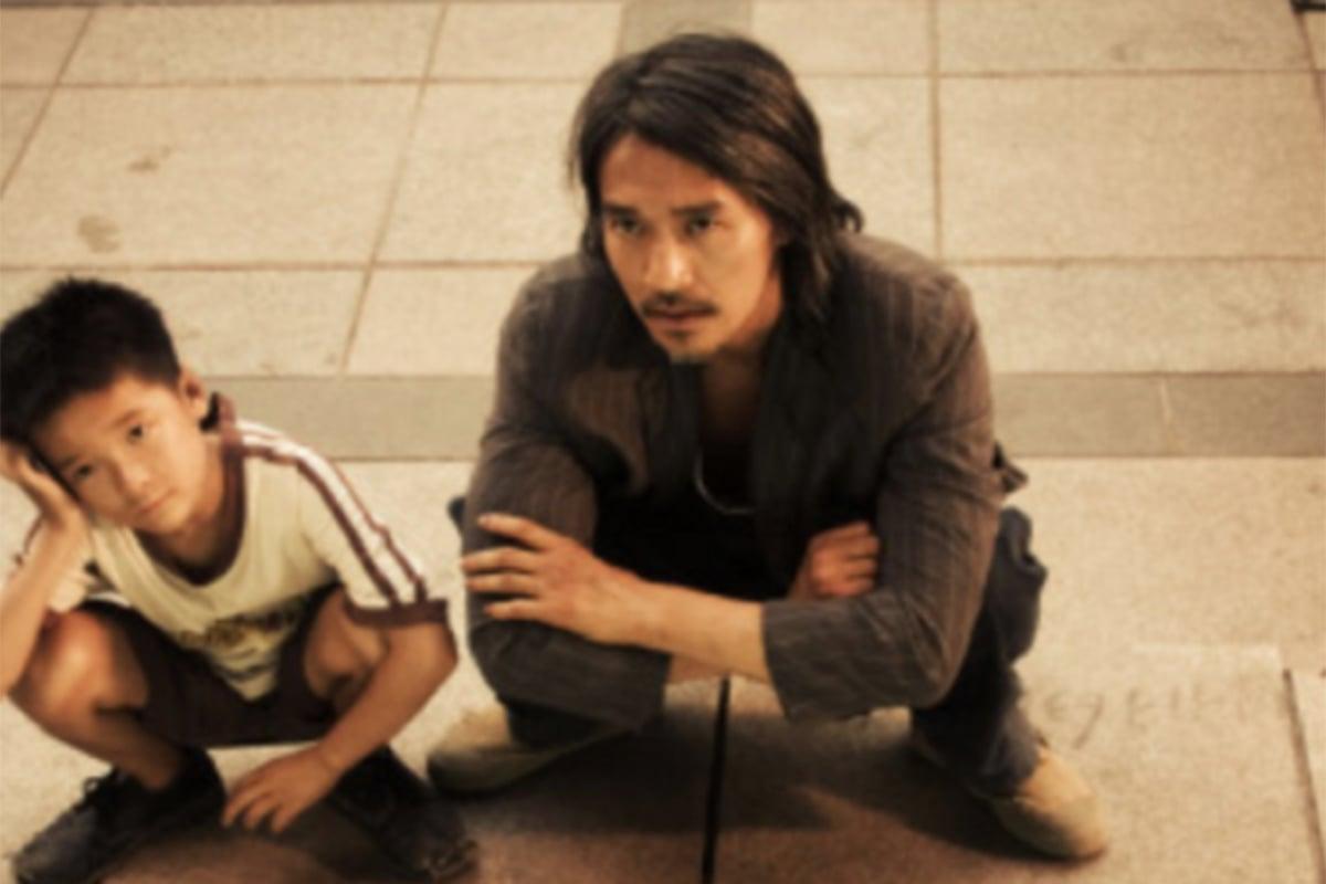 Stephen Chow (kanan) dalam film Kung Fu Hustle (2004). Foto: IMDb