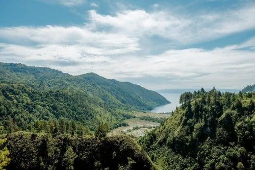 Destinasi wisata Adian Nalambok di kawasan Balige, Kabupaten Toba, Sumatra Utara. Foto: Dok Kemenparekraf.
