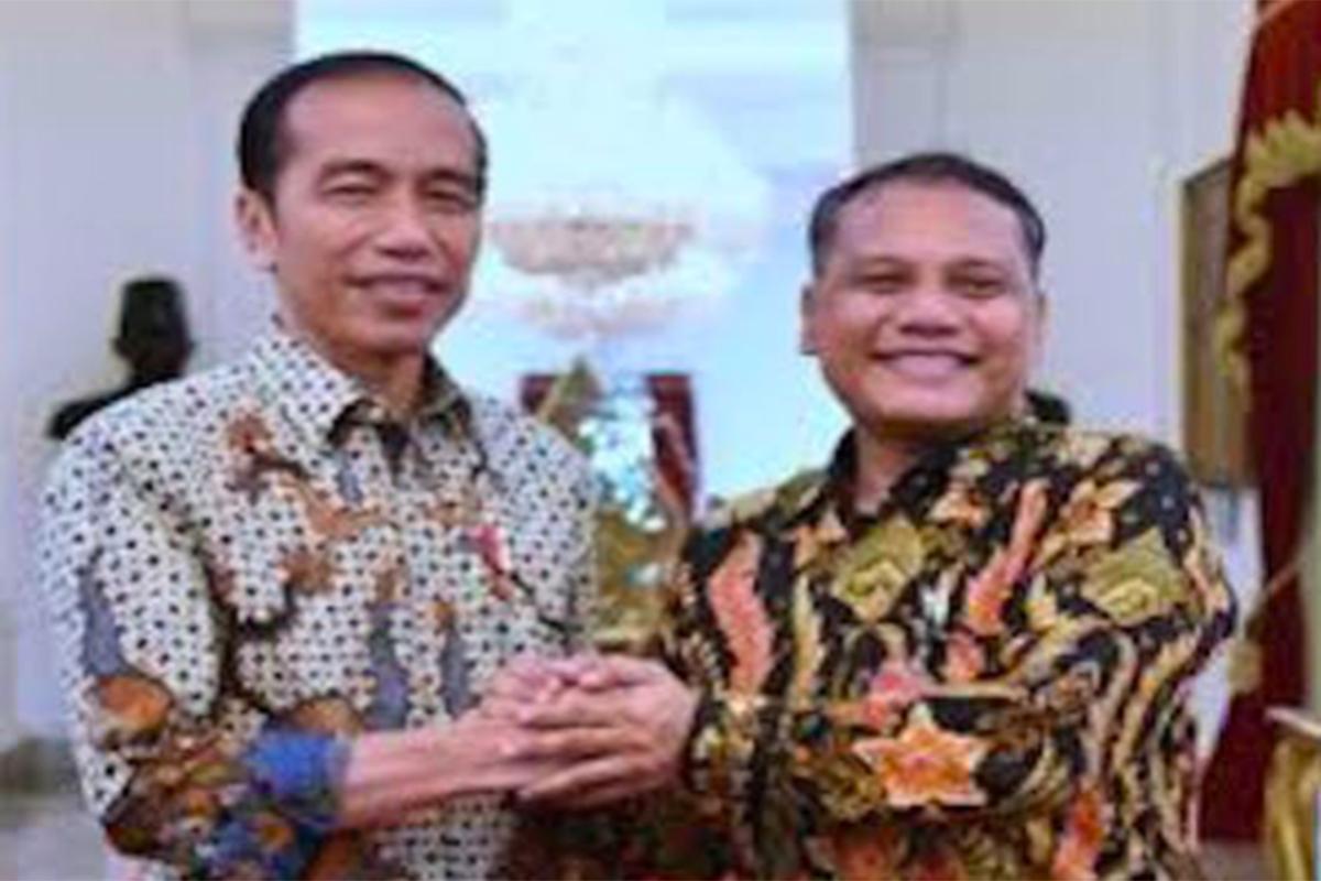 Dewan Pimpinan Nasional Kebangkitan Indonesia Baru atau DPN-KIB Reinhard Parapat bersama Presiden Jokowi. Foto: Dokumentasi KIB
