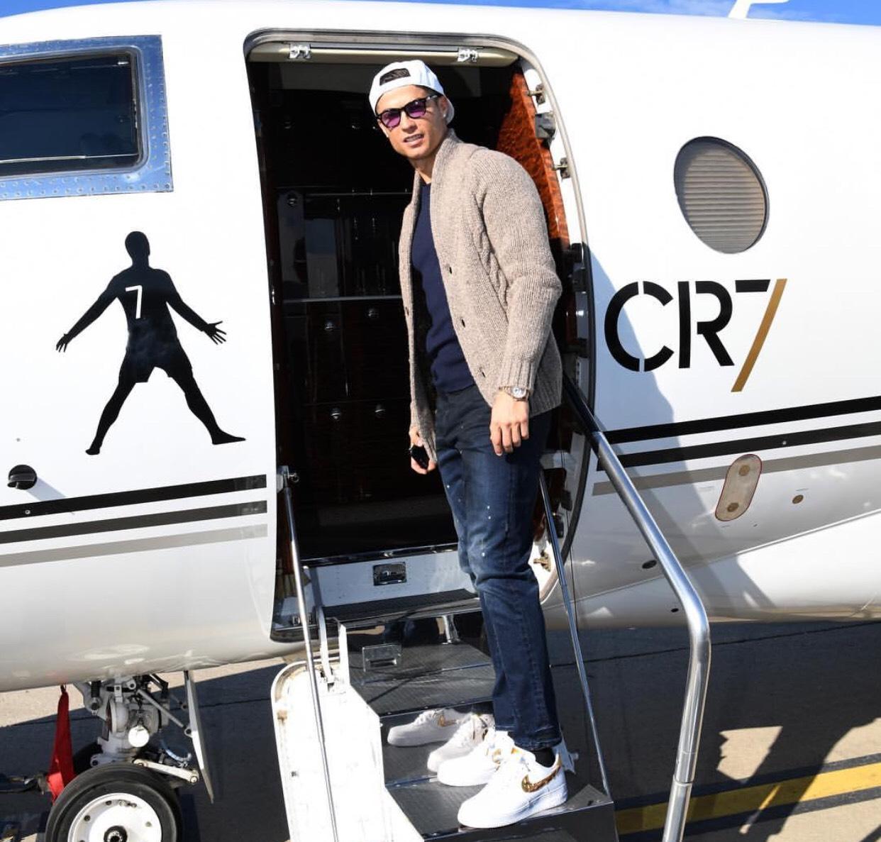 Gaya modis Cristiano Ronaldo. Foto: IG @cristiano