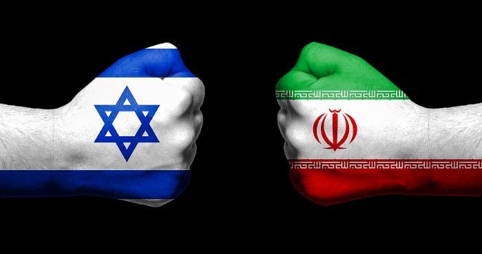 Ilustrasi Iran vs Israel. Foto: bigstock