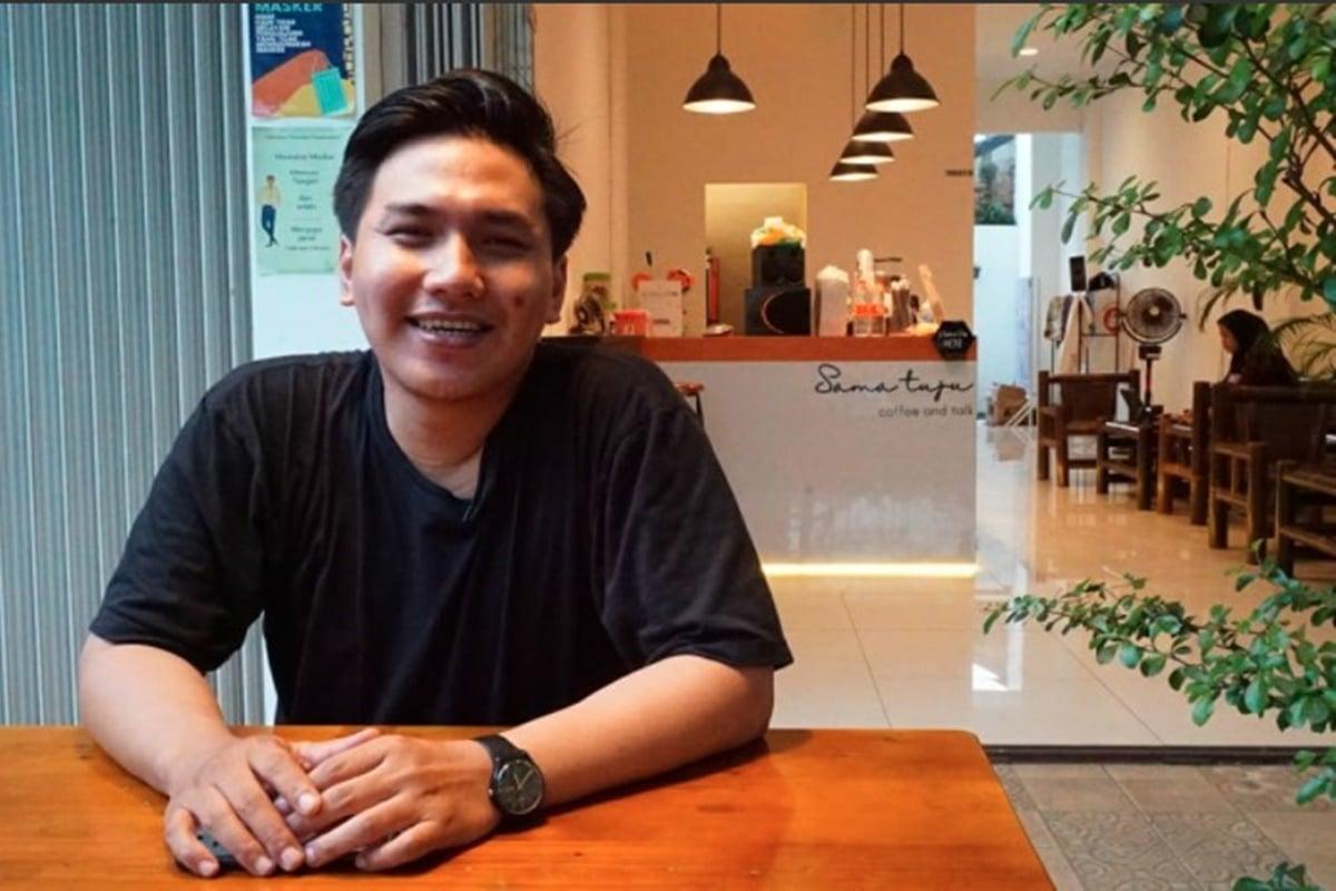 Indra Kumala, salah satu owner kedai kopi Sama Tuju (foto: GenPI.co)