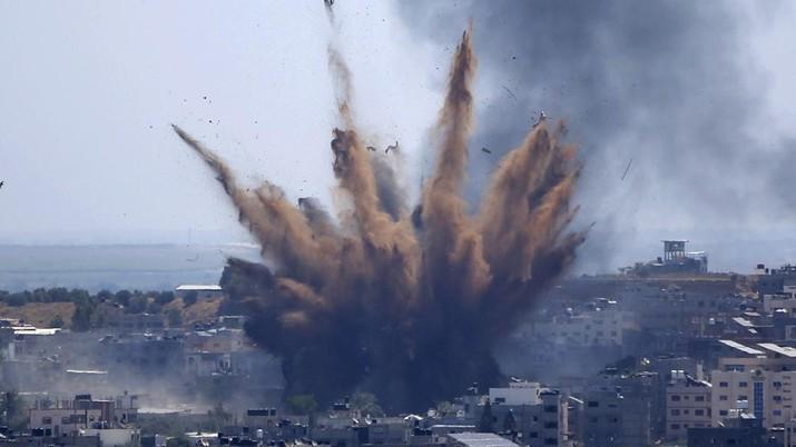 Foto: Serangan jet tempur Israel ke Gaza, 13 Mei 2021. (AP / Hatem Moussa)
