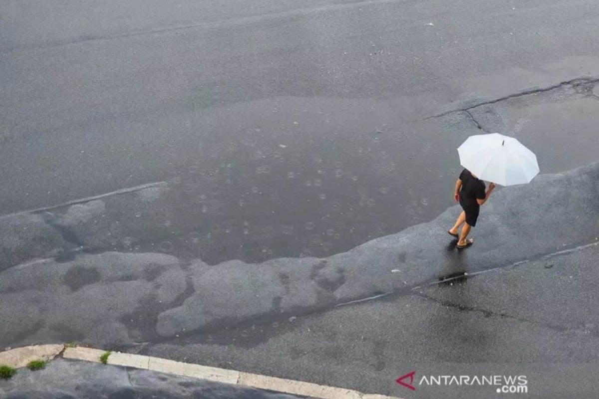 Beberapa Daerah Diprakirakan Hujan Lebat Hari Ini, Cek di Sini