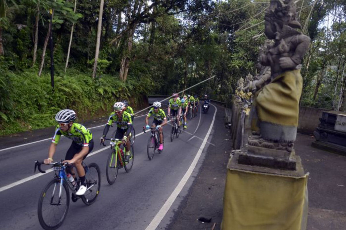 Ilustrasi - Sejumlah pembalap sepeda adu kecepatan dalam balap sepeda Gran Fondo New York (GFNY) Bali 2018 saat melintas di Karangasem, Bali, Minggu (4/2).(ANTARA FOTO/Wira Suryantala/foc/18)