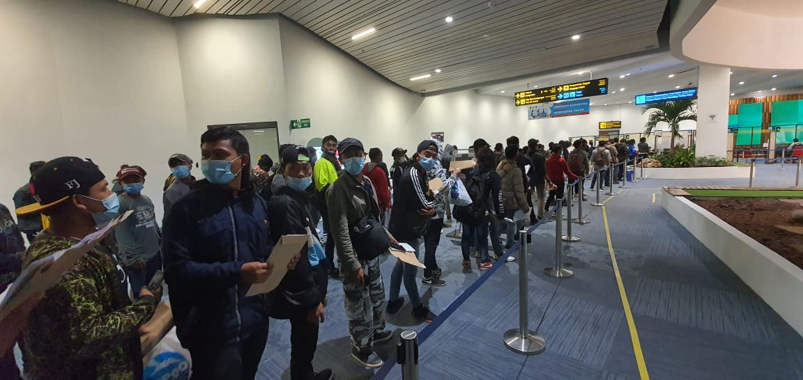 Kedatangan 172 ABK WNI yang tertahan kepulangannya dari Fiji. Foto: Kemenlu