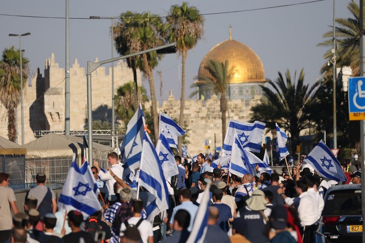 Peserta pawai bendera di Yerusalem pada Selasa (15/6) petang. (Foto: (Yonatan Sindel/Flash90 via Times of Israel)