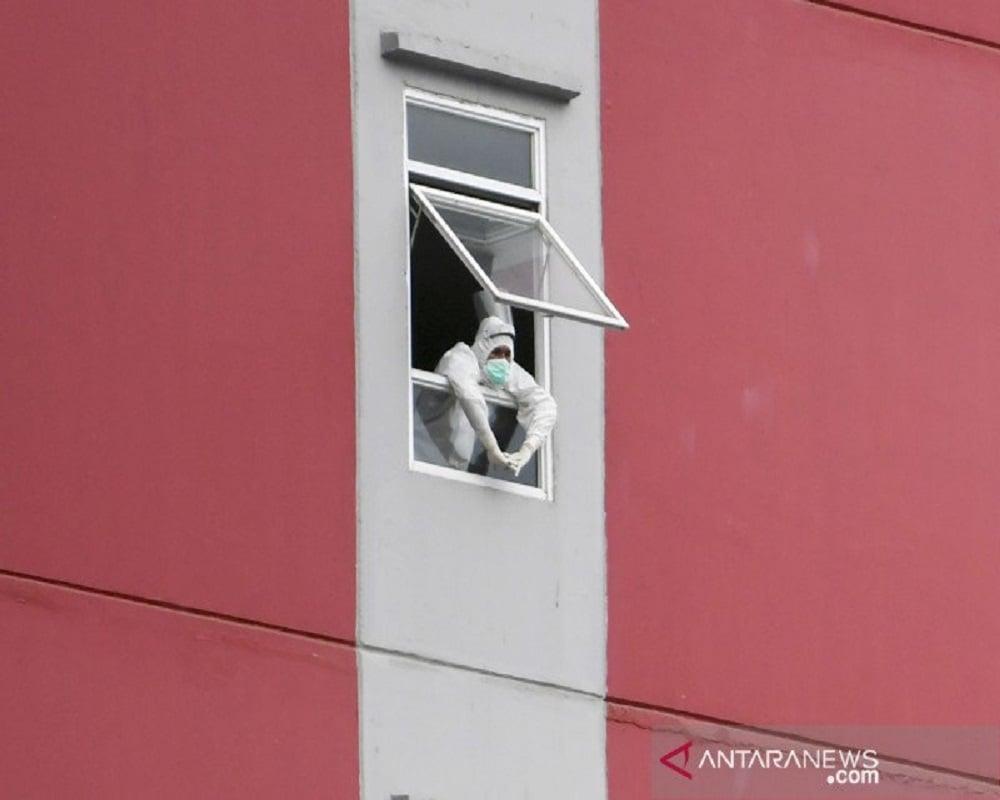 Ilustrasi - Petugas tenaga kesehatan di RS Wisma Atlet Jakarta. Foto: Antara.