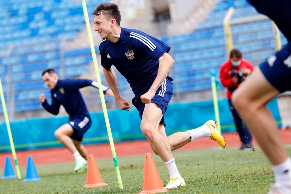 Timnas Rusia berlatih menjelang melawan Finlandia pada Piala Eropa 2020. Foto: Twitter/TeamRussia