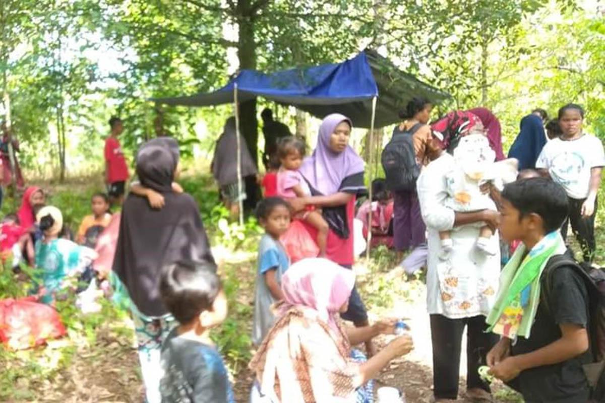 Warga di Maluku yang melakukan evakuasi pascagempa Rabu (16/6). (Foto: BNPB)