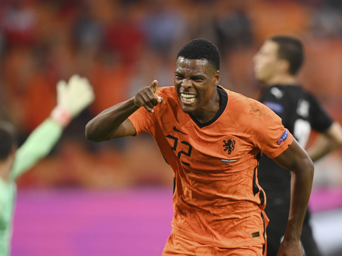 Denzel Dumfries, bintang Belanda di Piala Eropa 2020. (foto: Reuters)