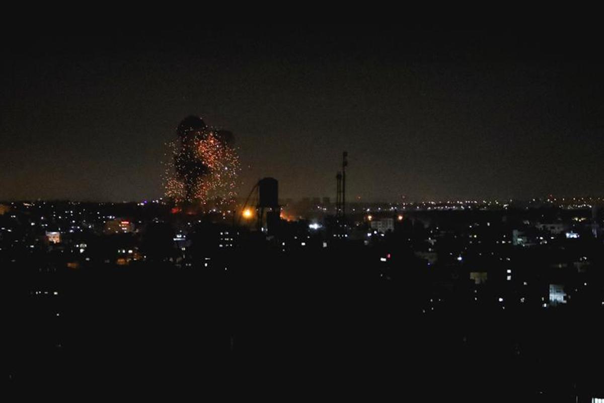 Jet Israel melancarkan serangan udara ke Gaza. Foto: trtworld.com