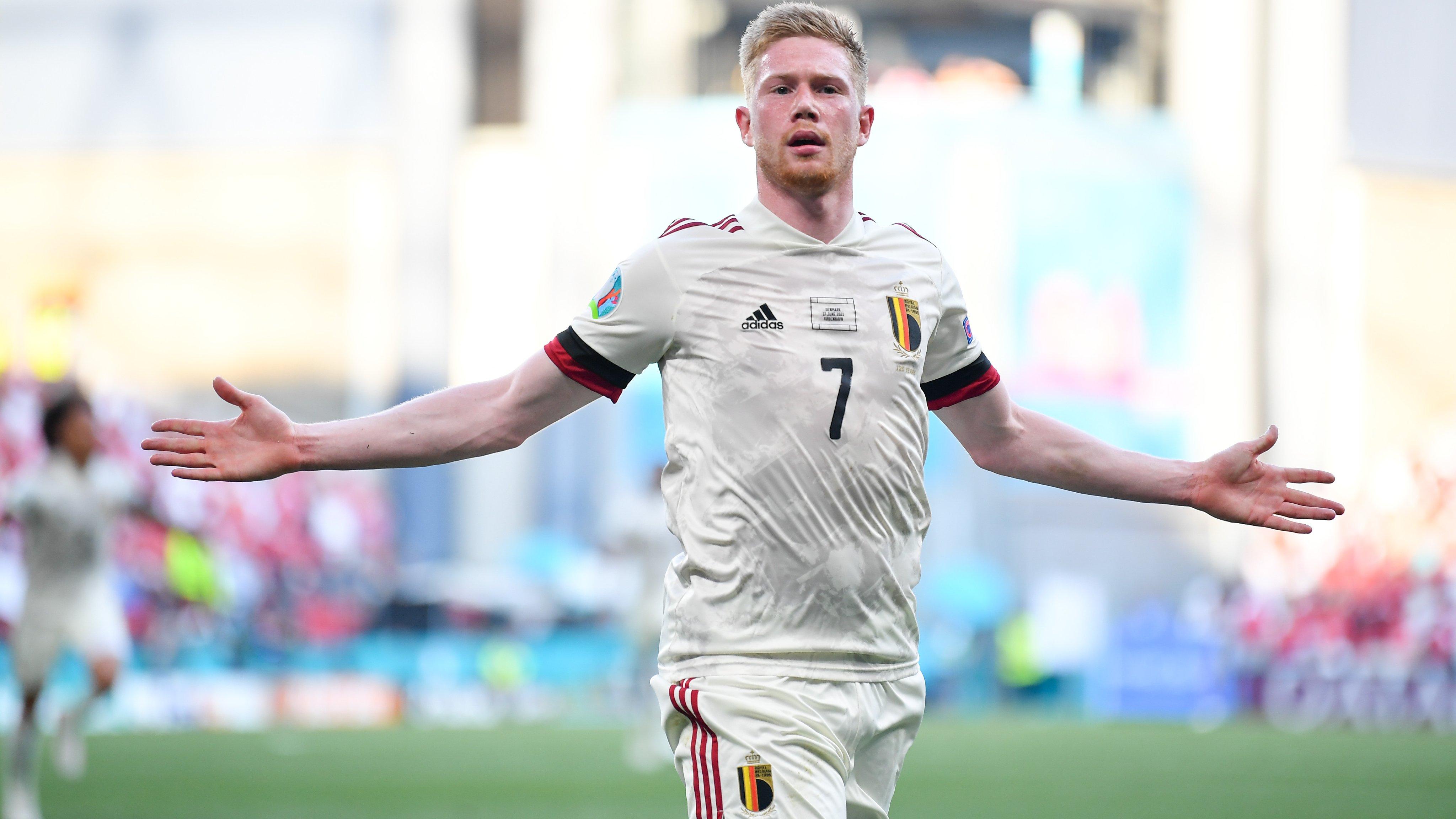 Kevin De Bruyne mencetak sebuah magis dalam usahanya mengembalikkan keadaan di pertandingan Piala Eropa 2020 antara Denmark vs Belgia. (foto: Twitter Euro 2020)