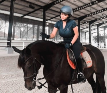 Intip Foto Siva Aprilia dan Kuda, Wow Banget!